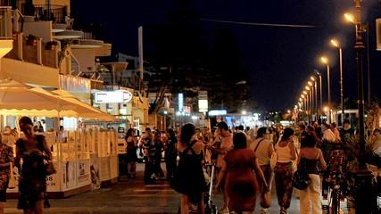 https://www.ragusanews.com//immagini_articoli/28-05-2020/movida-a-marina-di-ragusa-e-ragusa-ecco-l-ordinanza-240.jpg
