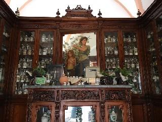 https://www.ragusanews.com//immagini_articoli/28-05-2020/siti-culturali-a-scicli-riapre-l-antica-farmacia-di-inizio-900-240.jpg