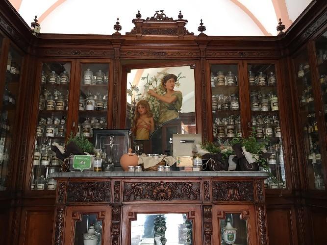 https://www.ragusanews.com//immagini_articoli/28-05-2020/siti-culturali-a-scicli-riapre-l-antica-farmacia-di-inizio-900-500.jpg