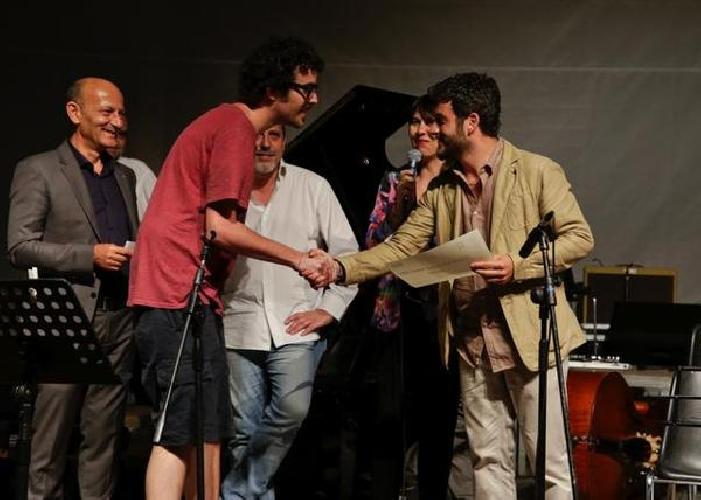 https://www.ragusanews.com//immagini_articoli/28-06-2014/nicolo-ricci-vince-il-vittoria-jazz-award-500.jpg
