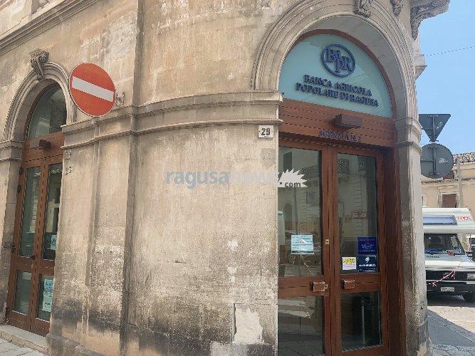 https://www.ragusanews.com//immagini_articoli/28-06-2019/ha-chiuso-l-agenzia-storica-bapr-ragusa-a-scicli-500.jpg