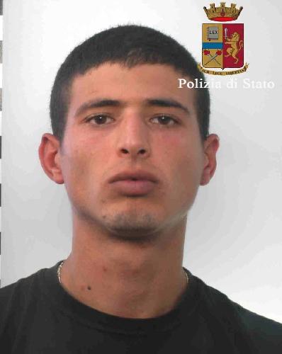 http://www.ragusanews.com//immagini_articoli/28-07-2016/vittoria-gettavano-immondizia-sui-passanti-arrestato-un-altro-tunisino-500.jpg