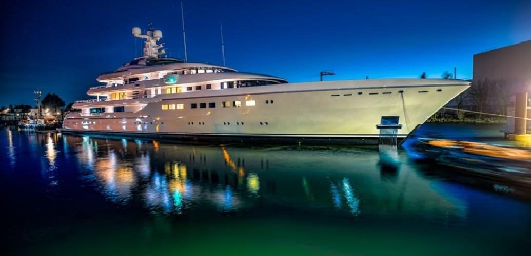 http://www.ragusanews.com//immagini_articoli/28-07-2017/yacht-kibo-arrivato-siracusa-500.jpg
