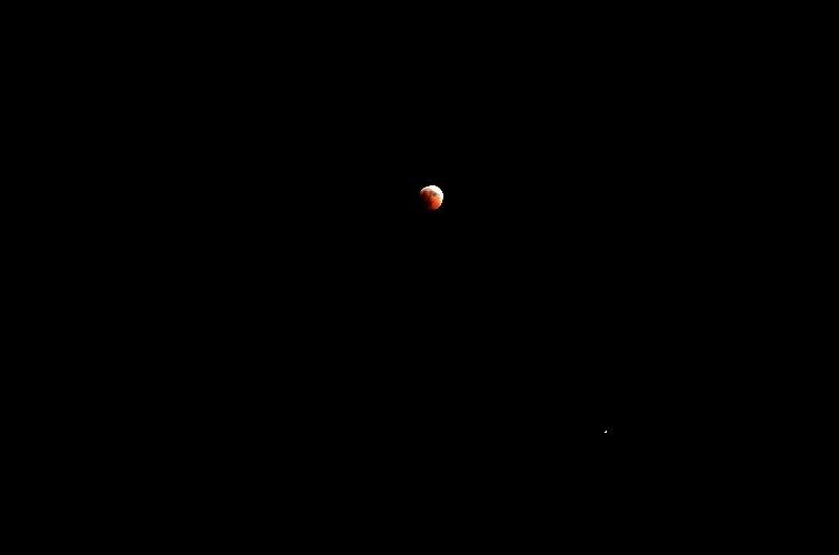 https://www.ragusanews.com//immagini_articoli/28-07-2018/1532765477-foto-notte-eclissi-3-500.jpg