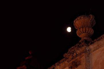 https://www.ragusanews.com//immagini_articoli/28-07-2018/1532765521-foto-notte-eclissi-3-240.jpg