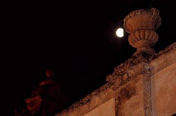 https://www.ragusanews.com//immagini_articoli/28-07-2018/1532765521-foto-notte-eclissi-4-240.jpg