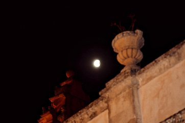 https://www.ragusanews.com//immagini_articoli/28-07-2018/1532765522-foto-notte-eclissi-5-240.jpg