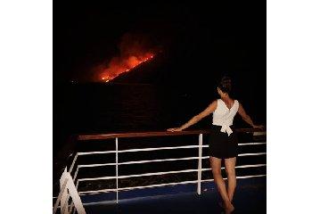 https://www.ragusanews.com//immagini_articoli/28-07-2019/1564344480-i-lapilli-di-stromboli-scatenano-un-incendio-1-240.jpg