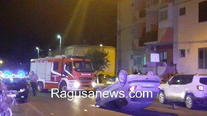 https://www.ragusanews.com//immagini_articoli/28-07-2019/1564349169-cappotta-un-auto-in-viale-i-maggio-terzo-incidente-in-4-giorni-1-240.jpg