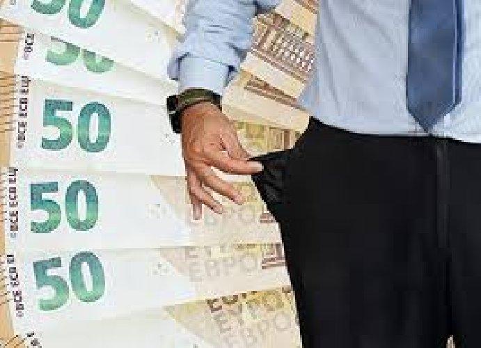 https://www.ragusanews.com//immagini_articoli/28-07-2019/bancarotta-fraudolenta-arrestato-un-comisano-500.jpg