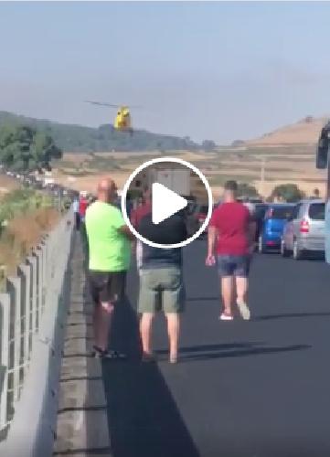 https://www.ragusanews.com//immagini_articoli/28-07-2019/investito-da-un-pirata-strada-un-ciclista-elisoccorso-video-500.png