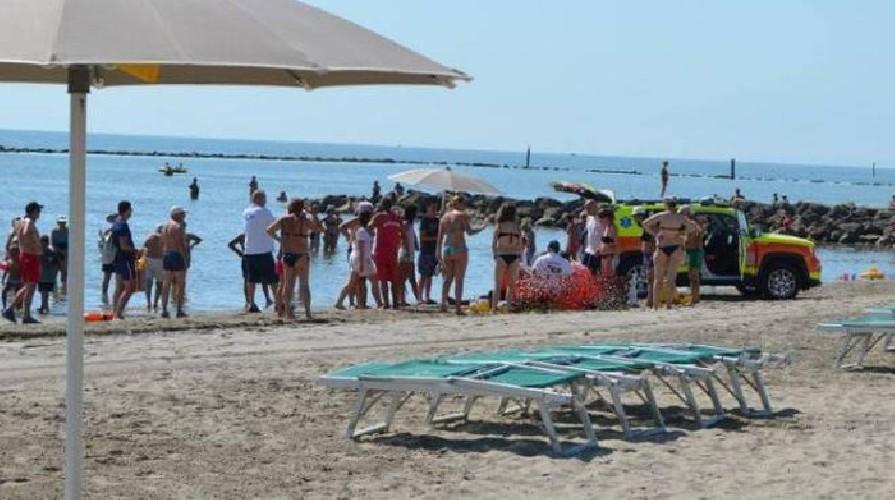 https://www.ragusanews.com//immagini_articoli/28-07-2020/scoglitti-donna-muore-sotto-l-ombrellone-500.jpg