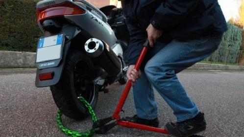 https://www.ragusanews.com//immagini_articoli/28-07-2021/sicilia-4-250-moto-e-scooter-rubati-l-anno-i-modelli-preferiti-dai-ladri-280.jpg