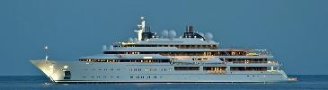 http://www.ragusanews.com//immagini_articoli/28-08-2014/gli-yacht-della-famiglia-reale-del-qatar-in-rotta-verso-marina-di-ragusa-100.jpg