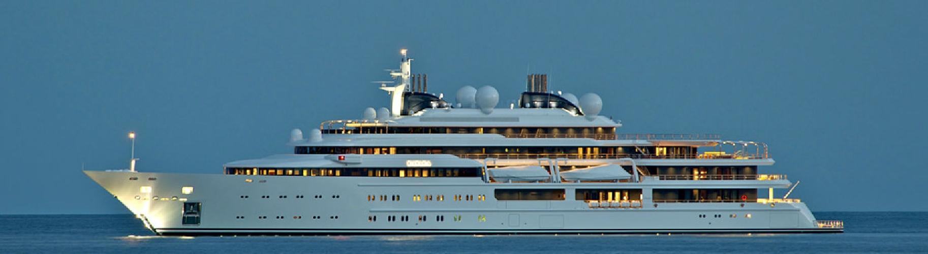 http://www.ragusanews.com//immagini_articoli/28-08-2014/gli-yacht-della-famiglia-reale-del-qatar-in-rotta-verso-marina-di-ragusa-500.jpg