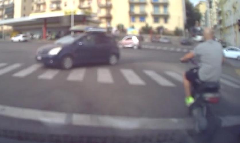 https://www.ragusanews.com//immagini_articoli/28-08-2014/il-quadrilatero-degli-extracomunitari-in-scooter-senza-targa-500.jpg