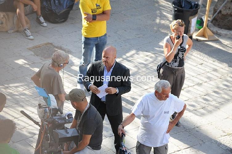 http://www.ragusanews.com//immagini_articoli/28-08-2014/in-attesa-del-vecchio-scicli-set-del-giovane-montalbano-500.jpg