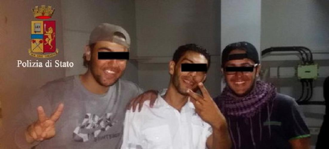 https://www.ragusanews.com//immagini_articoli/28-08-2014/sbarco-col-gatto-arrestati-7-scafisti-traditi-dal-selfie-500.jpg