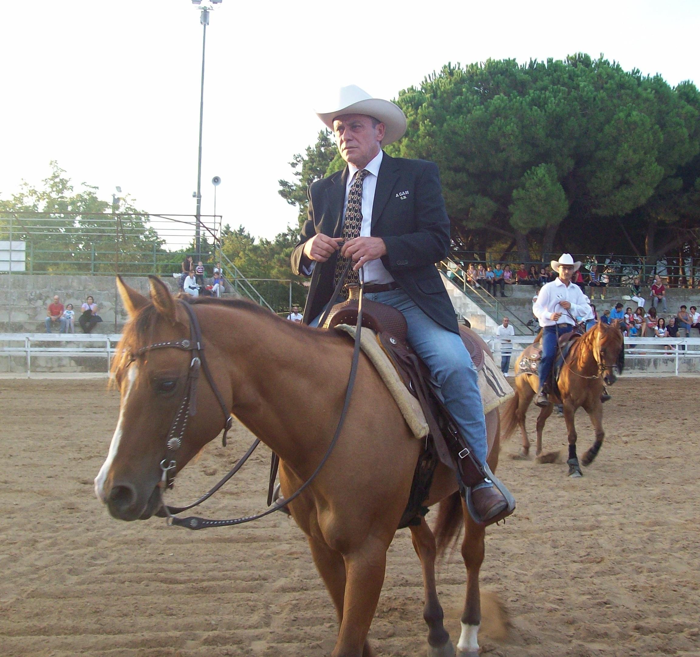 https://www.ragusanews.com//immagini_articoli/28-08-2015/1440750719-1-benvenuti-nel-far-west-a-cavallo.jpg