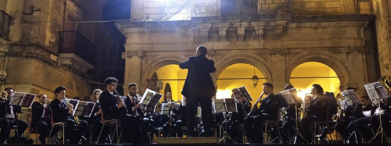 http://www.ragusanews.com//immagini_articoli/28-08-2015/concerto-per-san-vito-500.jpg