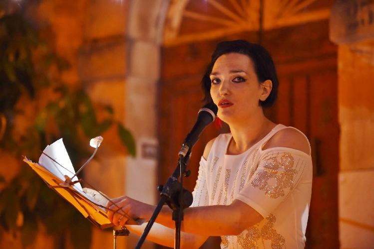 https://www.ragusanews.com//immagini_articoli/28-08-2017/processione-poetica-angelique-scicli-500.jpg