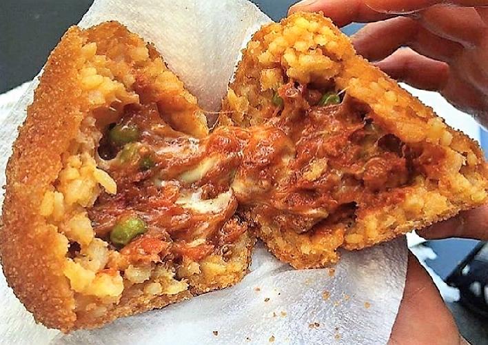 https://www.ragusanews.com//immagini_articoli/28-08-2018/1535464721-stradamangiano-streetfood-ecco-cosa-mangera-durante-zuppa-2-500.png