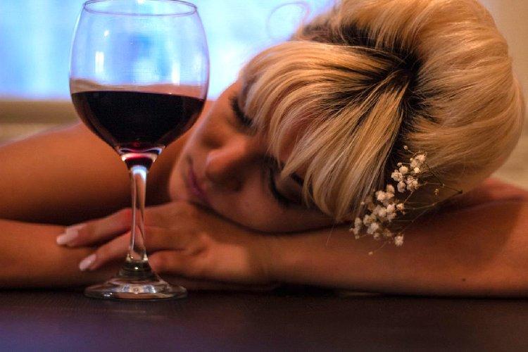 https://www.ragusanews.com//immagini_articoli/28-08-2019/il-vino-rosso-fa-dimagrire-500.jpg