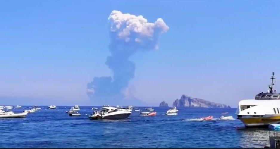 Nuova eruzione Stromboli, paura tra i turisti