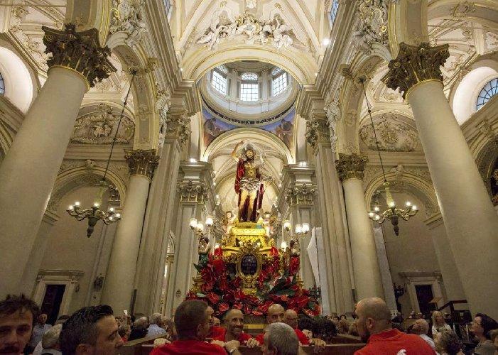 https://www.ragusanews.com//immagini_articoli/28-08-2019/ragusa-attende-la-processione-patrono-san-giovanni-battista-500.jpg