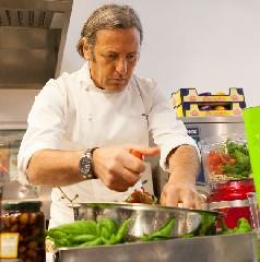 https://www.ragusanews.com//immagini_articoli/28-08-2020/la-mantia-chiude-il-ristorante-a-milano-troppe-spese-240.jpg