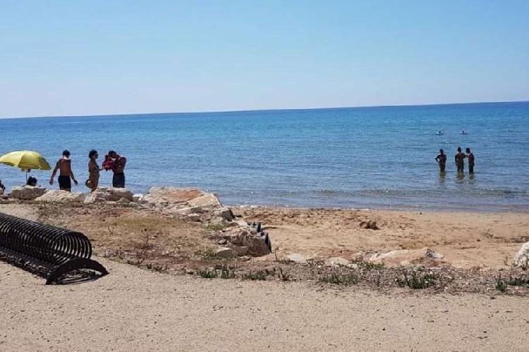 https://www.ragusanews.com//immagini_articoli/28-08-2020/nuovo-divieto-di-balneazione-per-la-spiaggia-degli-americani-500.jpg