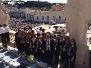 https://www.ragusanews.com//immagini_articoli/28-09-2014/coro-fiamma-viva-regala-leone-di-scicli-a-papa-francesco-100.jpg