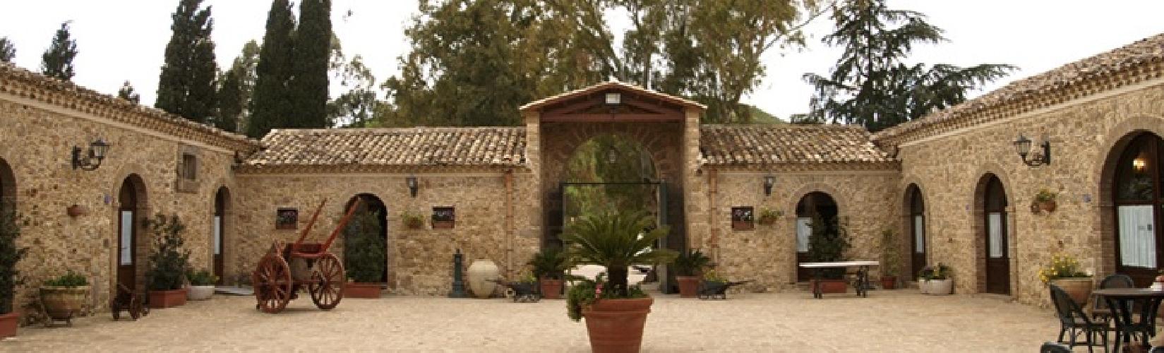 https://www.ragusanews.com//immagini_articoli/28-09-2014/soldi-europei-per-chi-fa-agriturismo-in-sicilia-500.jpg