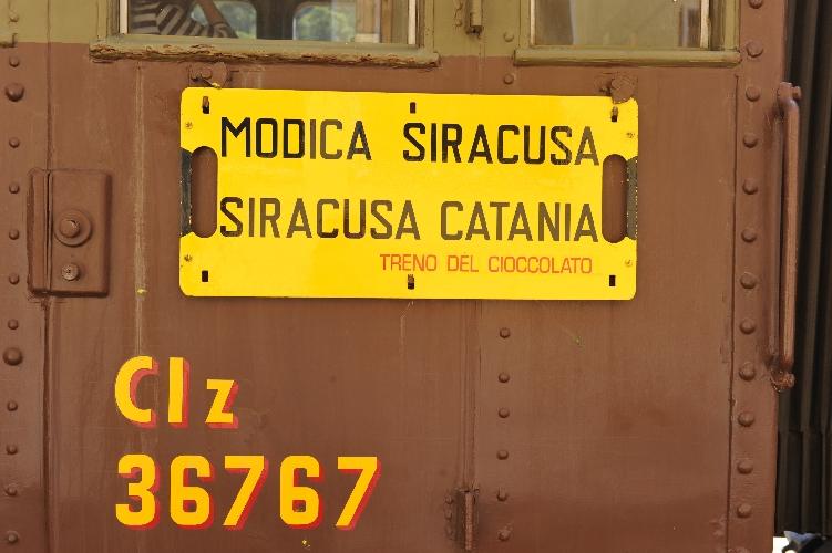 https://www.ragusanews.com//immagini_articoli/28-09-2015/modica-360-passeggeri-nel-treno-del-cioccolato-500.jpg