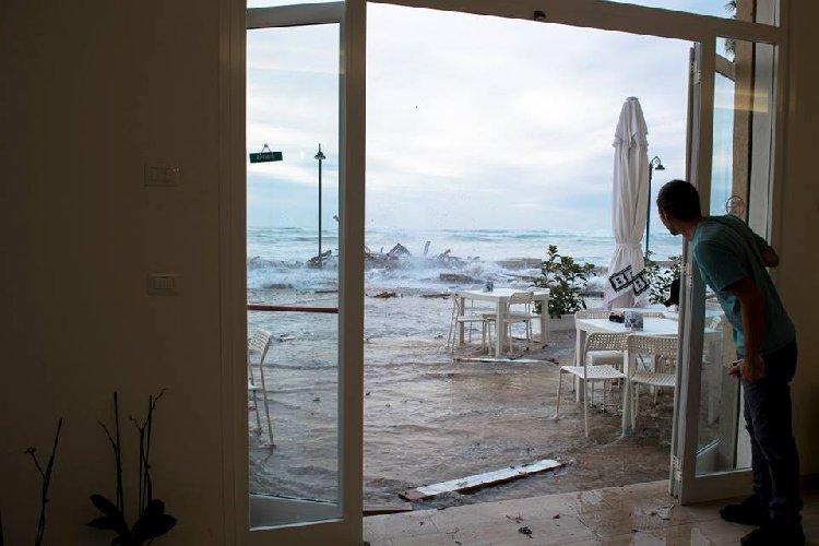 https://www.ragusanews.com//immagini_articoli/28-09-2018/sampieri-vietato-accedere-luoghi-metri-mare-500.jpg