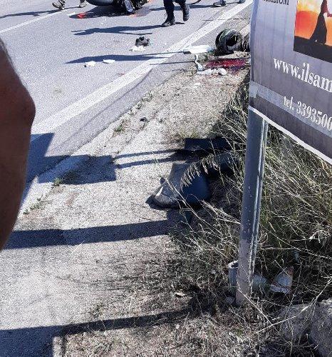 https://www.ragusanews.com//immagini_articoli/28-09-2019/1569676696-incidente-gravissimo-un-giovane-di-scicli-ferito-1-500.jpg