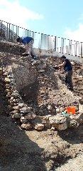 https://www.ragusanews.com//immagini_articoli/28-09-2019/1569744124-archeologia-a-portopalo-si-cerca-l-antico-sito-lavorazione-pesce-1-240.jpg