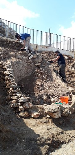 https://www.ragusanews.com//immagini_articoli/28-09-2019/1569744124-archeologia-a-portopalo-si-cerca-l-antico-sito-lavorazione-pesce-1-500.jpg