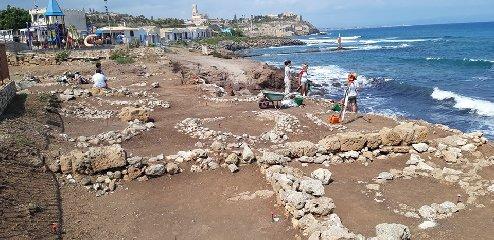 https://www.ragusanews.com//immagini_articoli/28-09-2019/1569744124-archeologia-a-portopalo-si-cerca-l-antico-sito-lavorazione-pesce-2-240.jpg