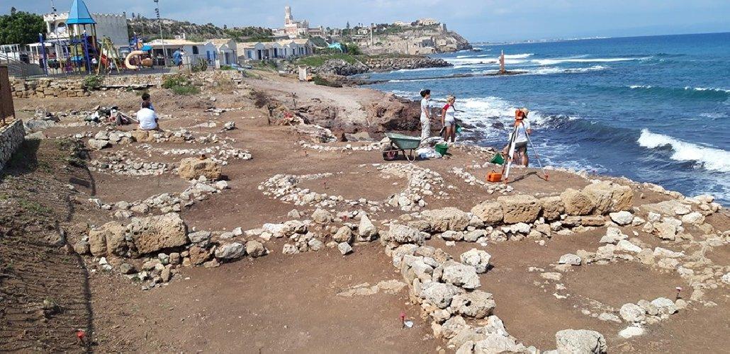 https://www.ragusanews.com//immagini_articoli/28-09-2019/1569744124-archeologia-a-portopalo-si-cerca-l-antico-sito-lavorazione-pesce-2-500.jpg