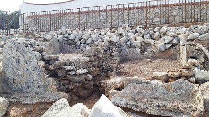 https://www.ragusanews.com//immagini_articoli/28-09-2019/1569744124-archeologia-a-portopalo-si-cerca-l-antico-sito-lavorazione-pesce-3-240.jpg