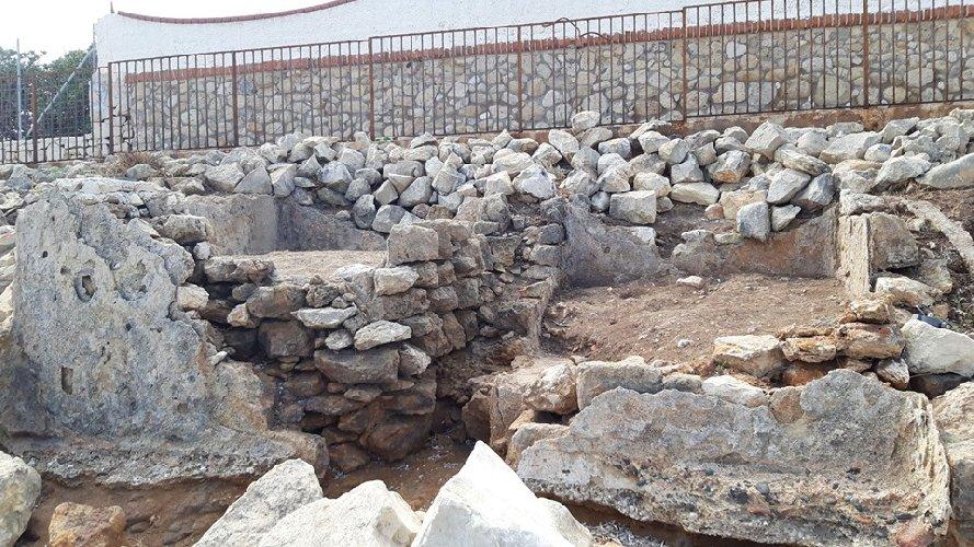 https://www.ragusanews.com//immagini_articoli/28-09-2019/1569744124-archeologia-a-portopalo-si-cerca-l-antico-sito-lavorazione-pesce-3-500.jpg