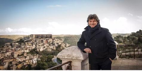 https://www.ragusanews.com//immagini_articoli/28-09-2019/alberto-angela-il-12-ottobre-vi-racconto-la-sicilia-gattopardiana-240.png