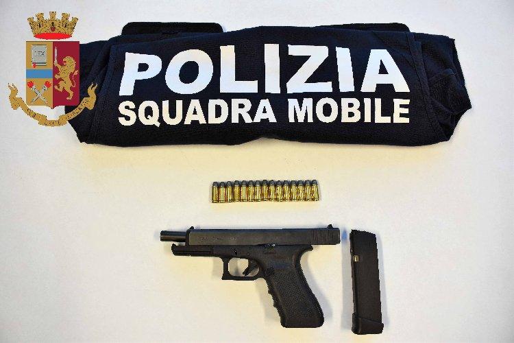 https://www.ragusanews.com//immagini_articoli/28-09-2019/arrestato-un-vittoriese-armato-di-pistola-500.jpg