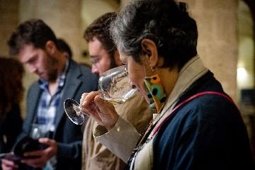 https://www.ragusanews.com//immagini_articoli/28-09-2020/piace-il-vino-anche-sotto-la-pioggia-240.jpg