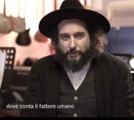 https://www.ragusanews.com//immagini_articoli/28-09-2020/vinicio-capossela-canta-vedi-cara-di-francesco-guccini-240.jpg