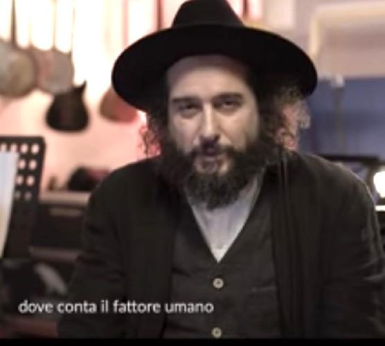 https://www.ragusanews.com//immagini_articoli/28-09-2020/vinicio-capossela-canta-vedi-cara-di-francesco-guccini-500.jpg