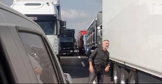 https://www.ragusanews.com//immagini_articoli/28-09-2021/camionisti-in-sciopero-oscurato-canale-telegram-nuovi-blocchi-video-280.jpg