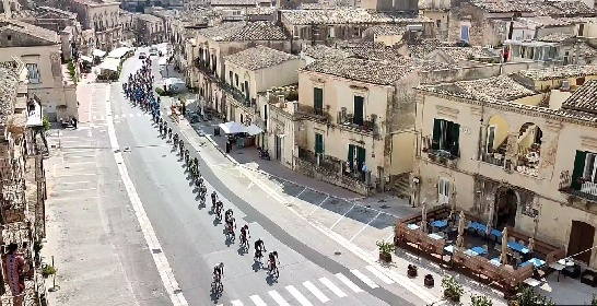 https://www.ragusanews.com//immagini_articoli/28-09-2021/il-giro-di-sicilia-attraversa-modica-video-280.jpg