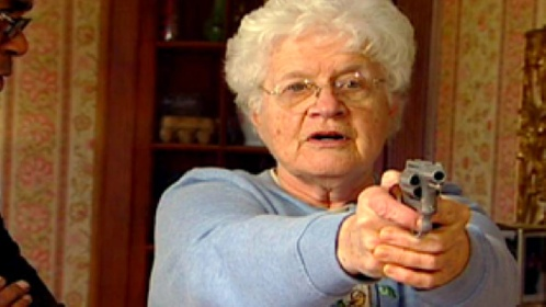 https://www.ragusanews.com//immagini_articoli/28-09-2021/nonnina-con-pistola-magnum-e-50-cartucce-in-casa-denunciata-280.jpg
